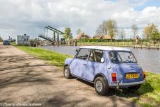 Stuyvesant Tour - Stuyvesant Mini Tour 2017, a one day road trip around the Weerribben-Wieden: Our own Mini Authi waiting for the Meenthebrug to...