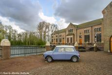 Stuyvesant Tour - The Mini Authi in front of the Wouda Steam Pumping Station in Lemmer, Friesland. After the Stuyvesant Tour 2017 ended in the village of De...