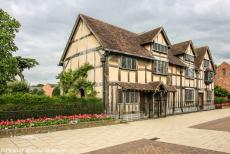 Longbridge IMM - Classic Car Road Trip: On our six-day road trip through England, we visited the Shakespeare House, the birth house of the famous English...